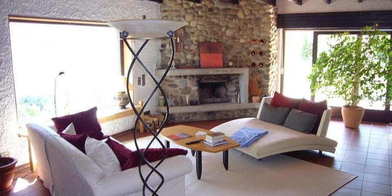 03 Wohnzimmer mit Kamin