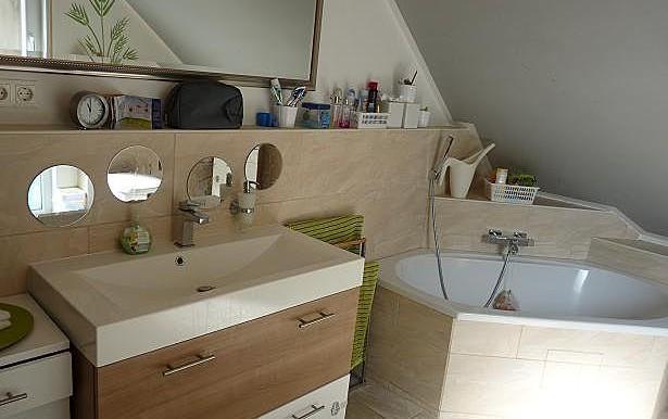 05 Bad mit Wanne und Dusche