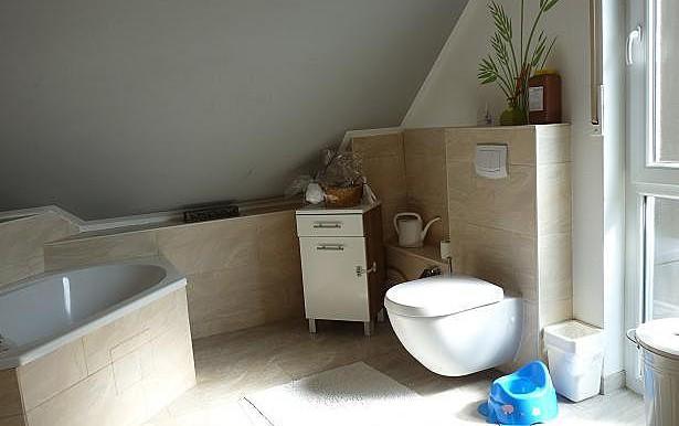 07 Badezimmer mit Wanne