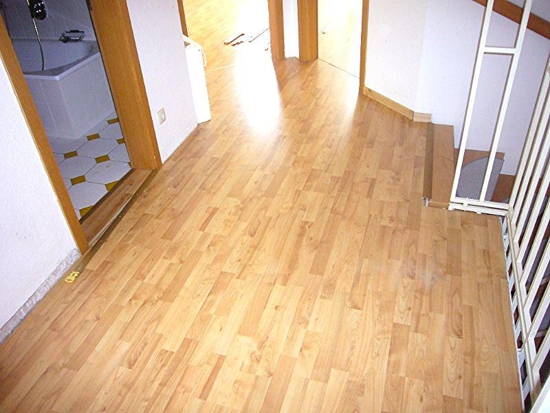 08 flur im og neuer laminat jhw immobilien. Black Bedroom Furniture Sets. Home Design Ideas