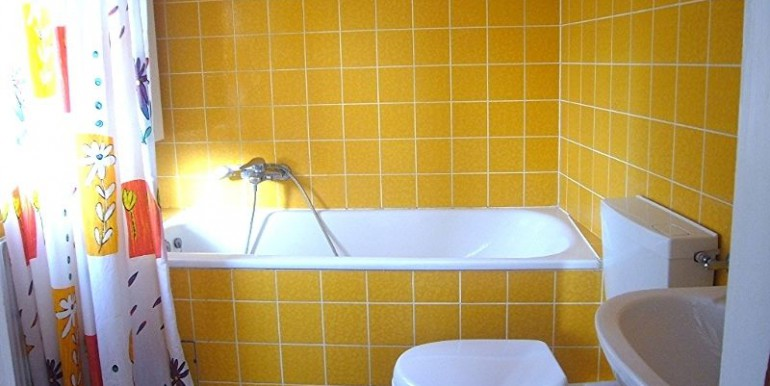 09 Badezimmer mit Wanne