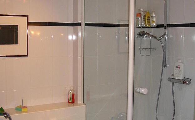 11 Dusche