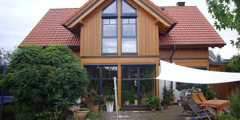 11 Gartenansicht mit Terrasse