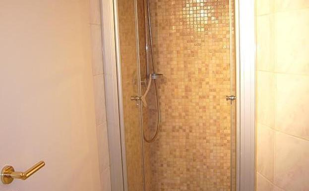 12 Dusche
