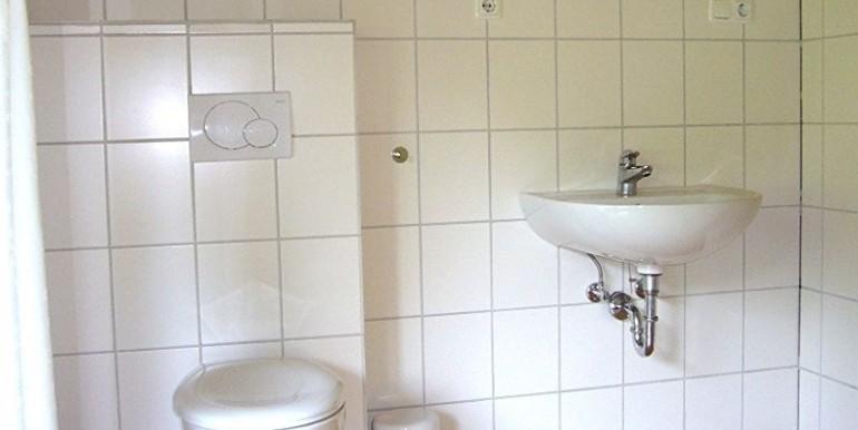 12 Sanitaereinrichtung