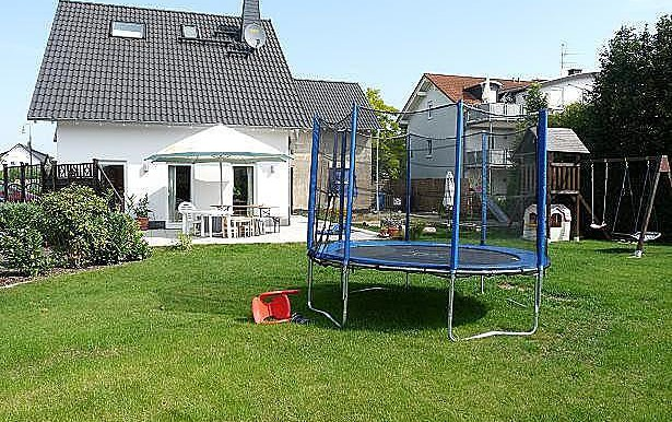 12 Terrasse mit Garten