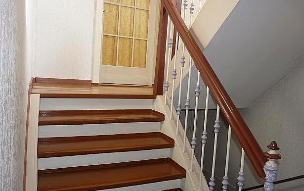 13 Treppe zum Zwischengeschoss