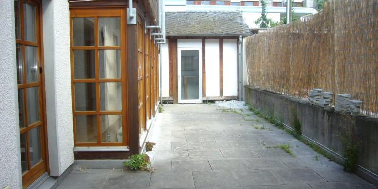 Große Terrasse mit Gärtnerhaus