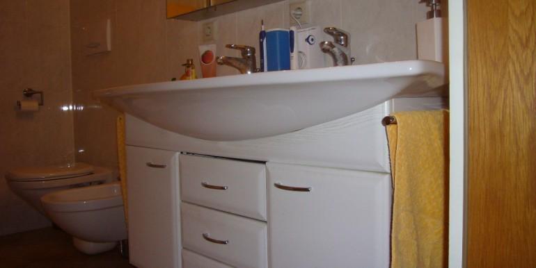 Doppelwaschtisch mit WC u. Bidet