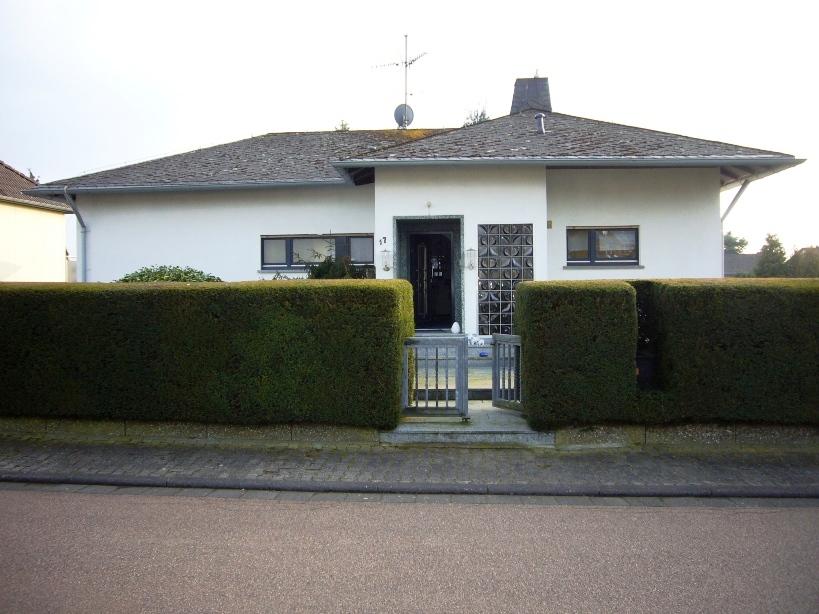 Attraktives Ein- bis Zwei-Familienhaus mit Terrasse, EBK, Garten & Garage-