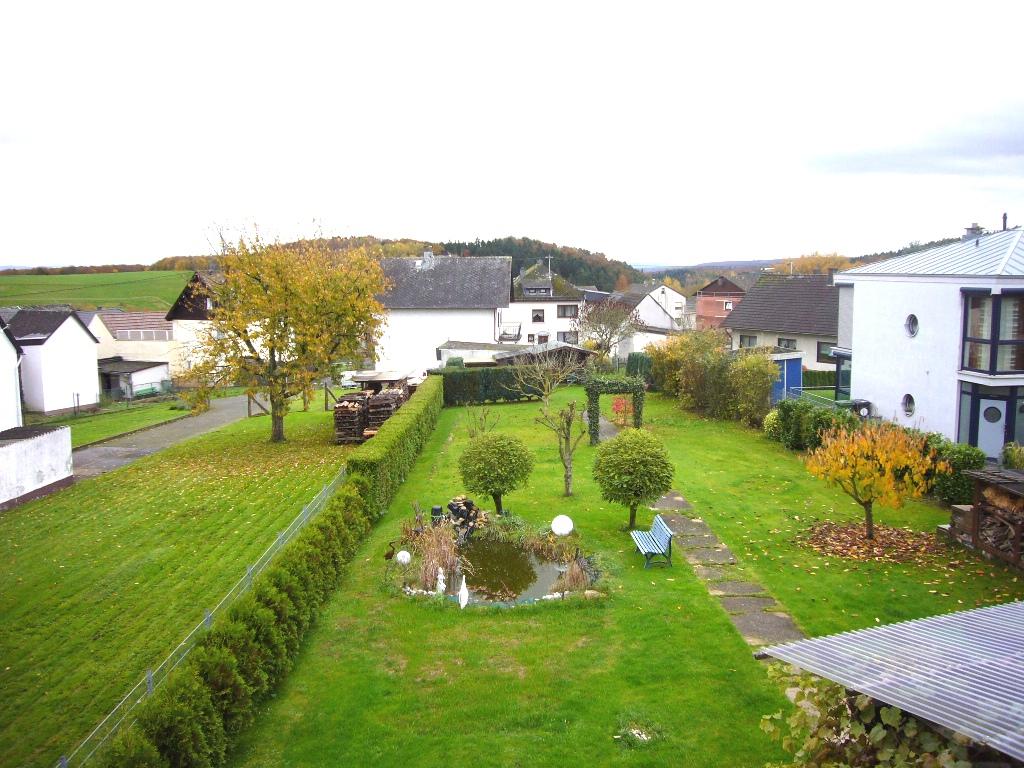 Großzügige helle Wohnung über 2 Etagen mit EBK, Garten u. gemütlichem Kaminofen !
