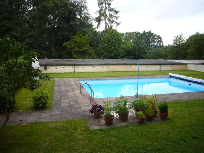 Gepflegte ruhige Wohnung mit Pool, Loggia und Garage