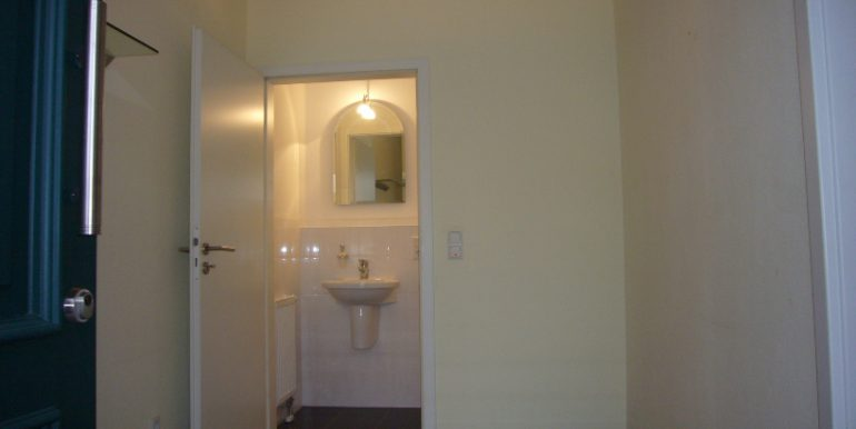 Große Diele mit Zugang zum Gäste-WC. Wohnzimmer mit angegliederter ...