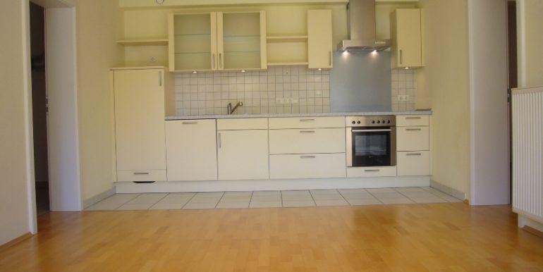 geboren und lebt heute alleine in einer Drei-Zimmer-Wohnung in Diez ...