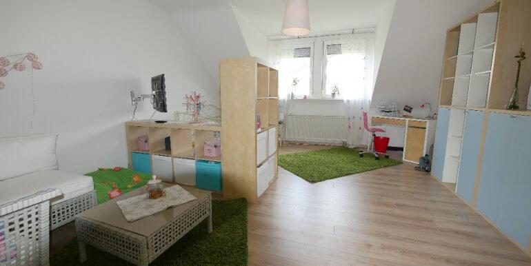Kind 1 -Gaubenzimmer-