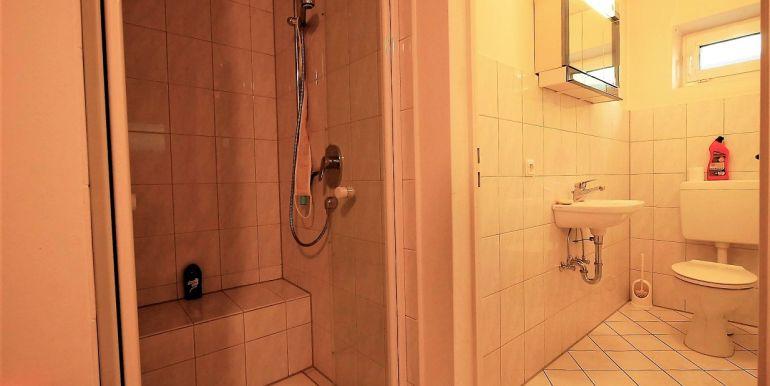 Dusche und WC im UG