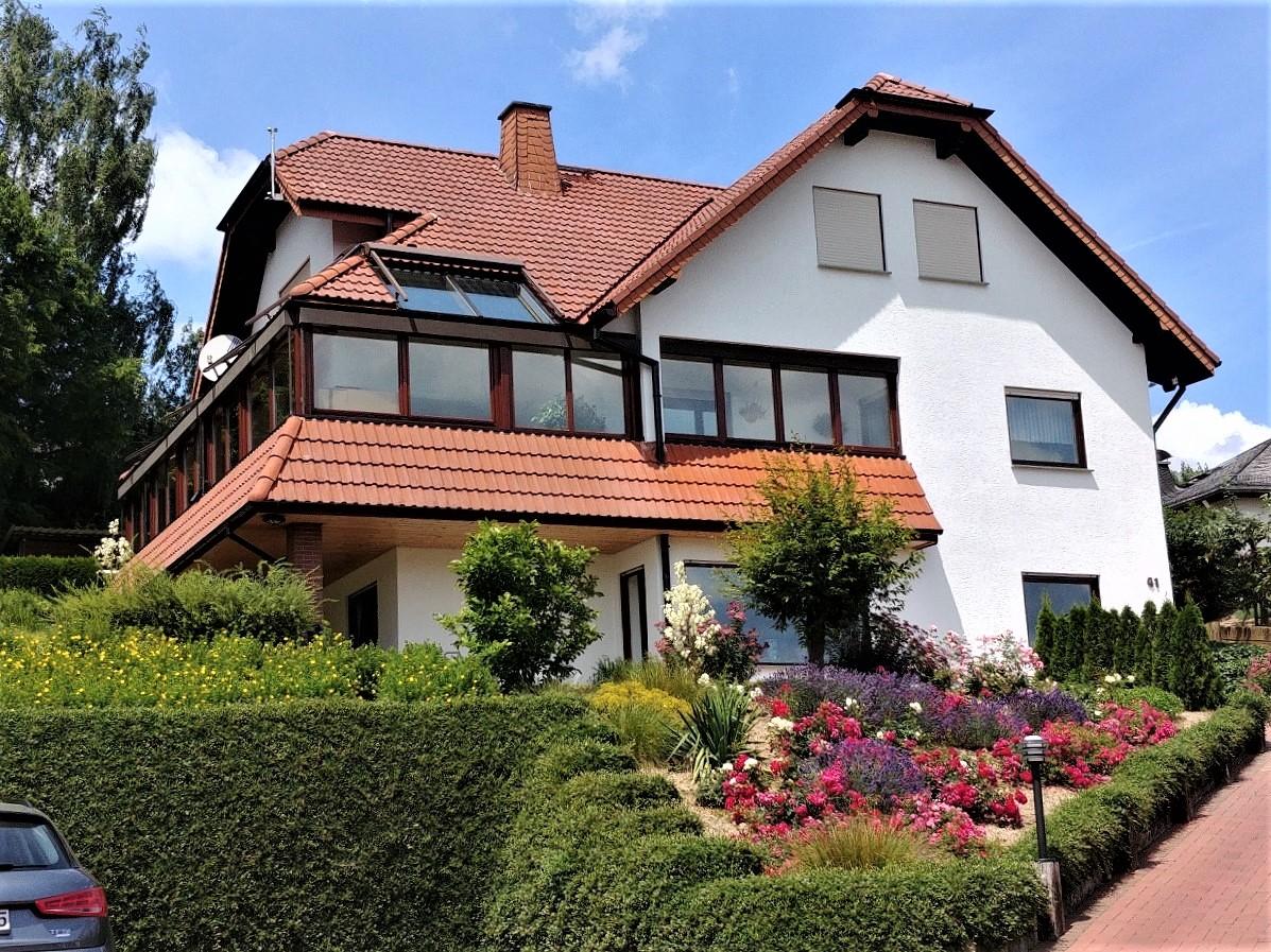 Außerordentlich gepflegtes und bezauberndes Wohnanwesen mit ELW in Aarbergen