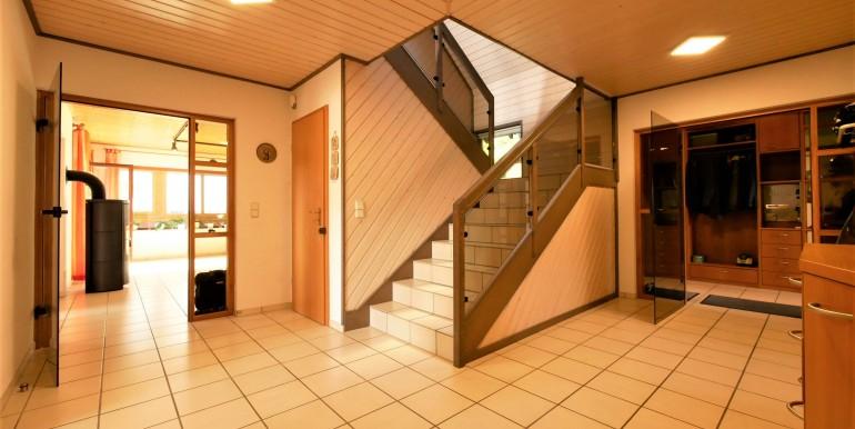 Diele mit offenem Treppenhaus